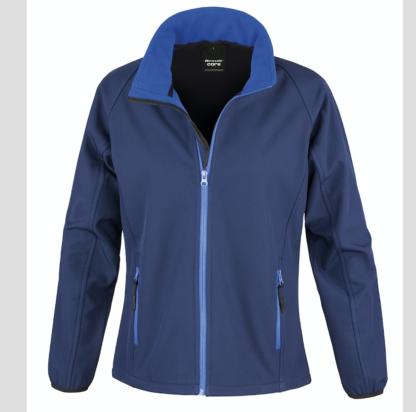 blu royal Giacca giacche giubbini giubbino ricamate ricamo logo stampate stampa personalizzate in softshell a due strati con interno in micropile, antivento e traspirante, zip intera con protezione per il mento, 2 tasche laterali con zip, polsini elasticizzati, offerta promozione